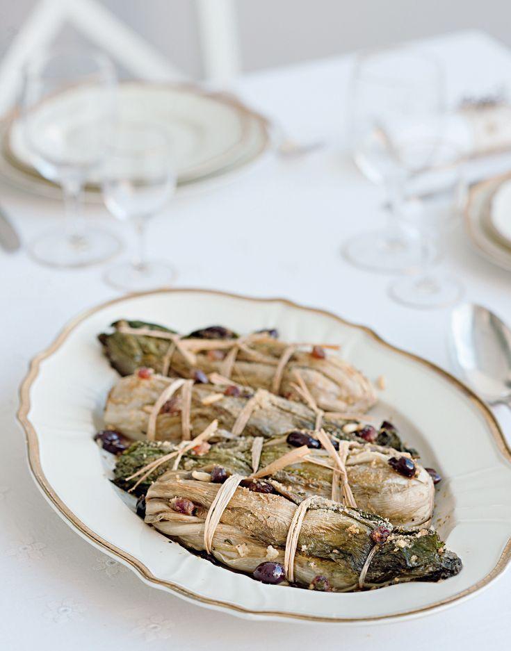 Scopri la ricetta della scarola imbottita, un contorno gustoso per i secondi di pesce e di carne. Leggi la ricetta si Sale&Pepe