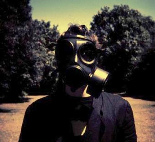 Insurgentes pasa a ser el eslabón perdido del ecléctico mundo compositivo de Steven Wilson, ya que estas canciones podríamos colocarlas en un centro perfecto que conecta a todo lo que él ha hecho. La gracia de las canciones de Insurgentes es que se parece a todo lo que ha hecho anteriormente y a la vez no, como él declaró son canciones que necesariamente encajaban en un disco solista. Las canciones de este disco son por lo general atmosféricas con sensaciones sombrías y desoladas.