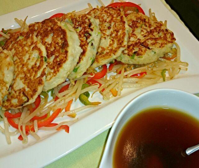 鶏ひき肉、大和芋、お豆腐、ねぎの和風ハンバーグ(^-^)v ソースはお醤油ベース。 - 15件のもぐもぐ - 鶏ひき肉ハンバーグ by asakomocha