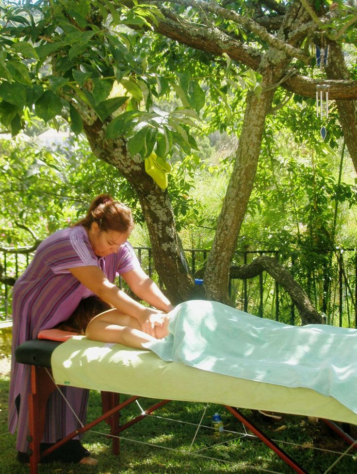 At Casa do Valle you can unwind with an outdoors massage. #restandrelaxation #bedandbreakfast #Sintra #Portugal #massage #beonewithnature