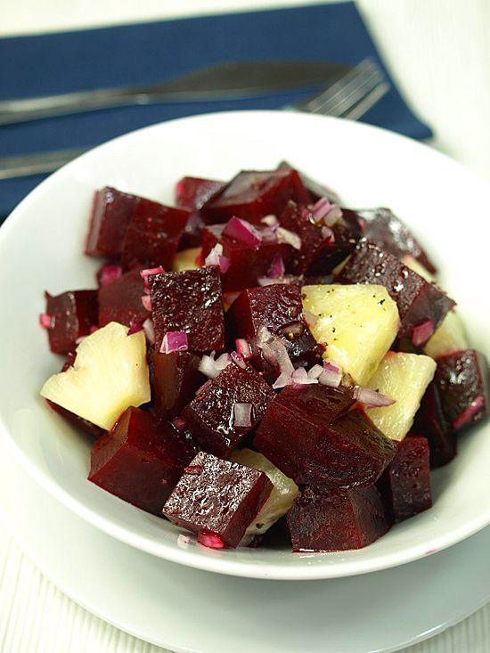 Sałatka z pieczonych buraków i ananasów - doskonała do pudełka: Prosta, urokliwie smakowita sałatka ze słodkich, pieczonych buraków i...