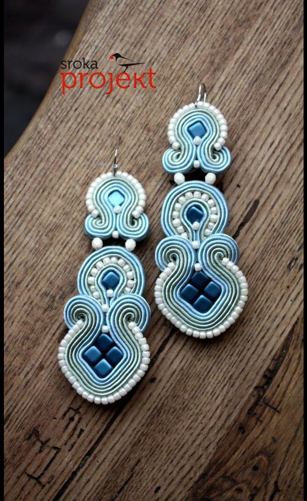 TORONTO. Piękne kolczyki starannie wykonane techniką haftu sutasz, z tyłu…