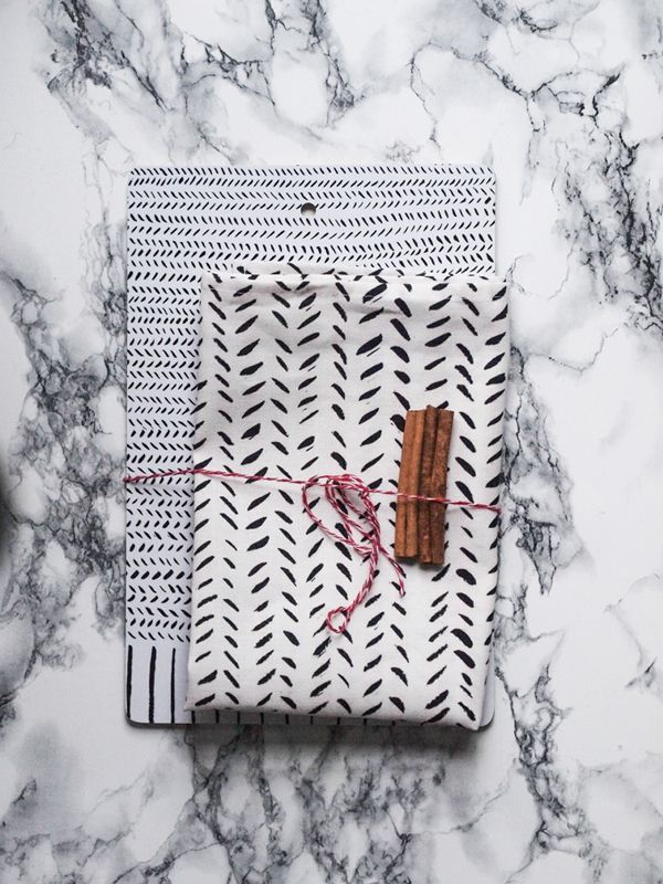 Somewhere | Double Pack: Lines cutting board and kitchen towel