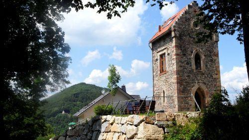 Alter Turm mit nostalgischem Ambiente. Modern und liebevoll eingerichtet - direkt am Wald, mit traumhaftem Blick über Suhl (Thüringen) und die umliegenden Berge.