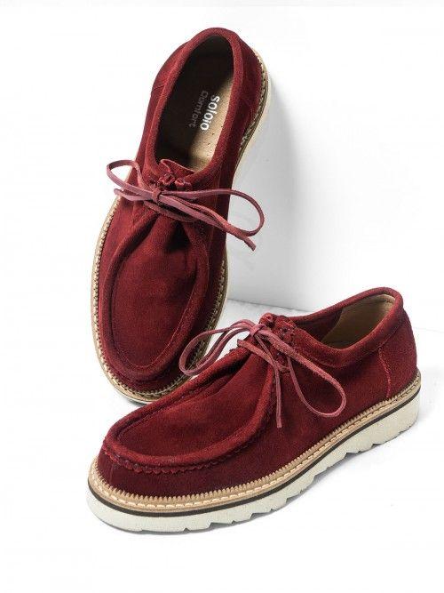 Zapatos de cordón, en serraje color burdeos. Realizados en piel de primera calidad, se adaptan perfectamente a tu pie. Confort y diseño en unos zapatos que no te querrás quitar. Si quieres aportarles un plus, combínalos con cualquiera de nuestros calcetines.  www.soloio.com #manshoes #shoes #madeinspain #shoesfromspain #menstyle #outfitdetails