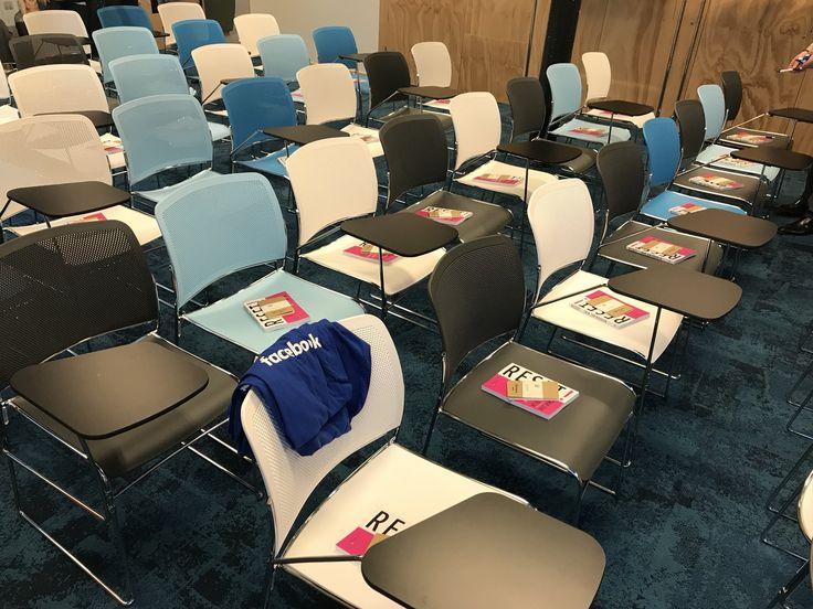 """Auteur Erik Jan Koedijk voor de start van het evenement 'RESET the workplace' van Facebook. Til je interne communicatie en samenwerking naar een hoger niveau. Erik Jan Koedijk is auteur van het boek """"RESET!, de 9 stappen om in beweging te komen'. #reset #erikjankoedijk #resettheworkplace #facebook #futurouitgevers"""