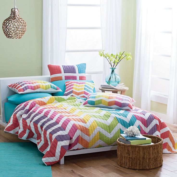 Dorm Decor: Amagansett Quilt: Amagansett Shams, Kids Quilts,  Comforter, Chevron Quilts Bright,  Puff, Hannah Bedrooms, Rainbows Quilts, Bedrooms Ideas, Amagansett Quilts