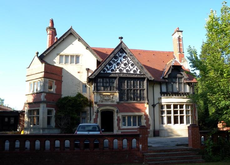 Halecroft, Hale, Cheshire. Photo by David Morris