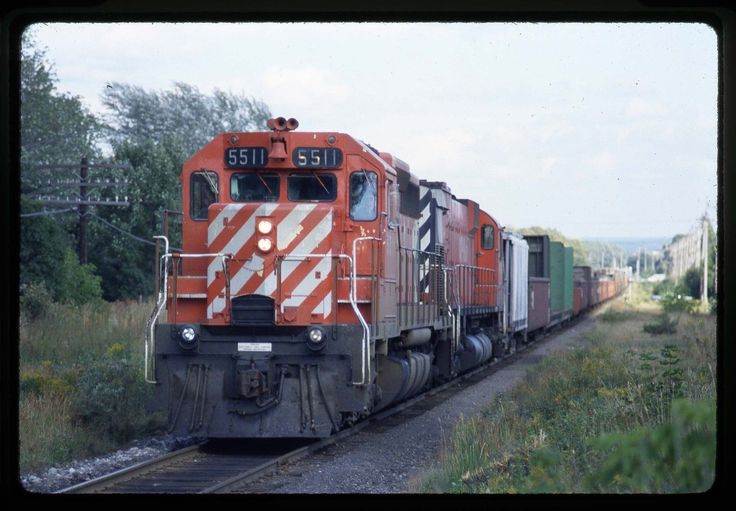 5511-4563 train 911 at Sault Ste. Marie, ON on 9/4/80.
