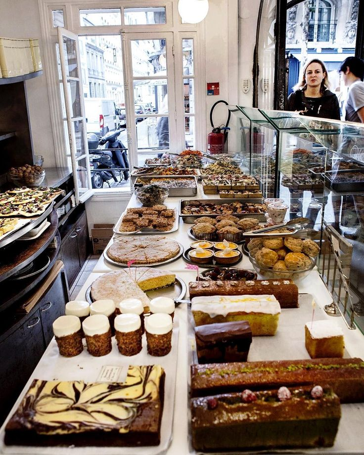 If you plan to pay Paris a visit in the near future this charming coffee bar and café at Montmartre is certainly worth a visit. Everything you see is homemade and based on organic ingredients. Try for instance the quiche Lorraine - so so good!