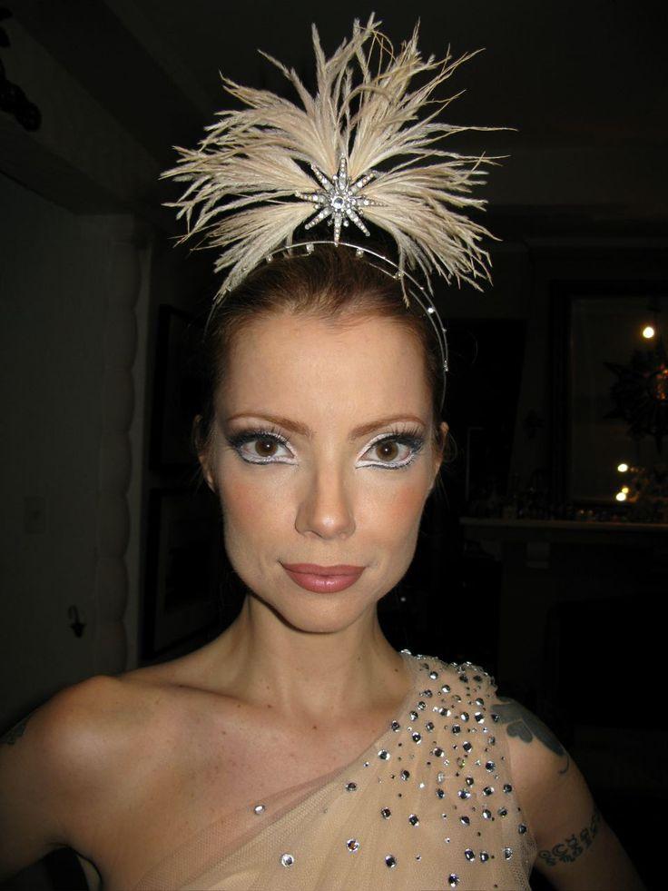 No Pinterest do @Petiscos, a linda Julia Petit traz produções lindas para usar no Carnaval!     A bailarina foi especialmente para o - incensado - Baile da Vogue! Nós amamos! E vocês?!