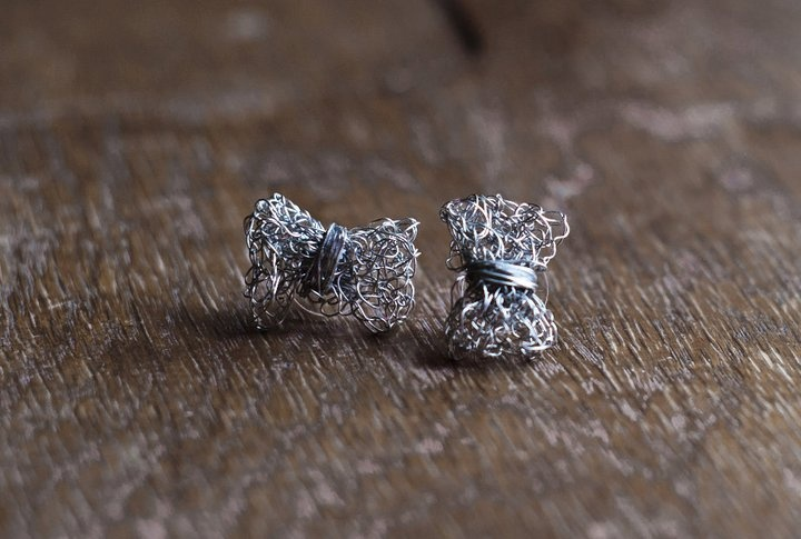 wire bow earings