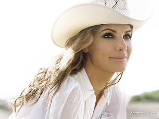 Sandra Bullock make-up and cowgirl hat