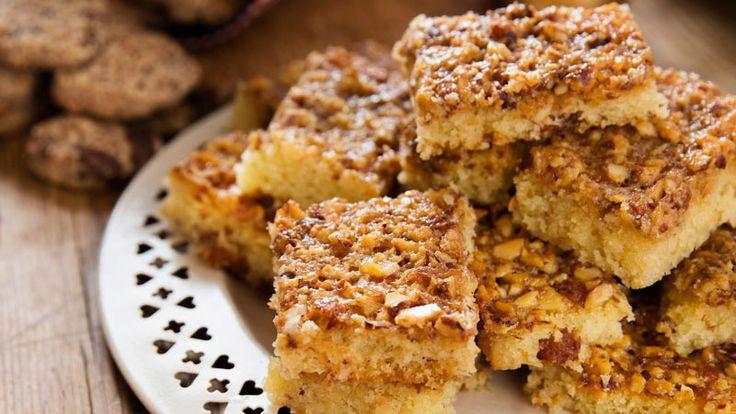 Tosca gör alltid succé! Vår saftiga kaka är smaksatt med gula russin och toppad med en minst sagt mumsig mandelglasyr.