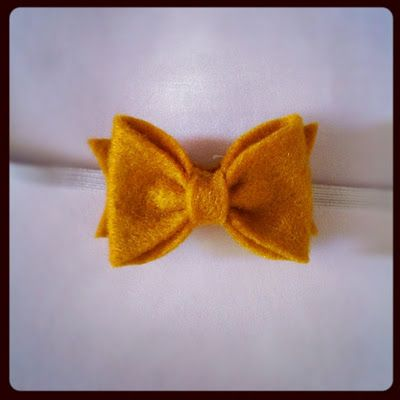 DIY and free sewing pattern: perfect sculpted tiny felt bow for baby headband