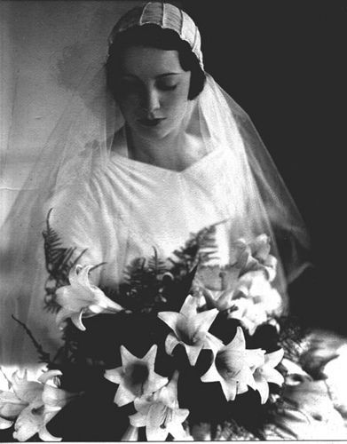 This is beautiful. Mariette van Steenwyk Cassels wedding photo, Paris, France, c. 1931 Wedding gown by Chanel, French.