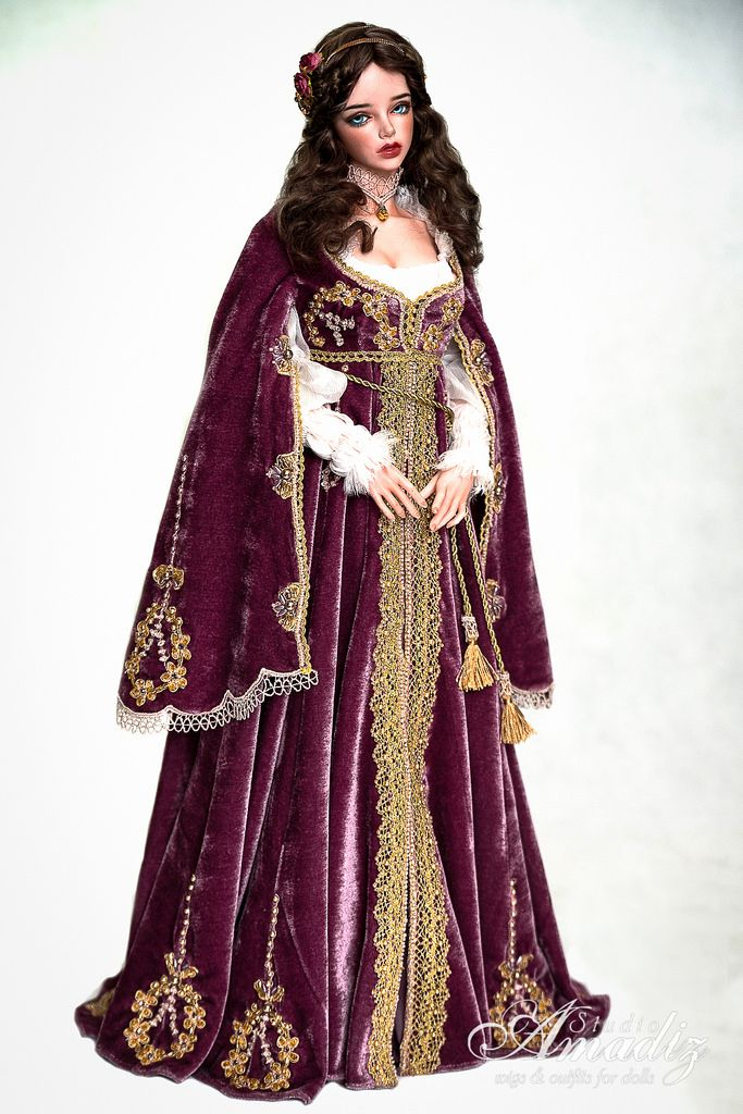 Purple Juliette - Renaissance outfit | Purple velvet dress and Purple velvet
