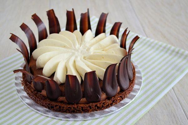 Een chocolade karamel taart met vele verschillende smaken en structuren, fantastisch lekker resultaat!