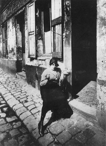 Atget prostitute taking her shift - Eugène Atget - Wikipedia, the free encyclopedia