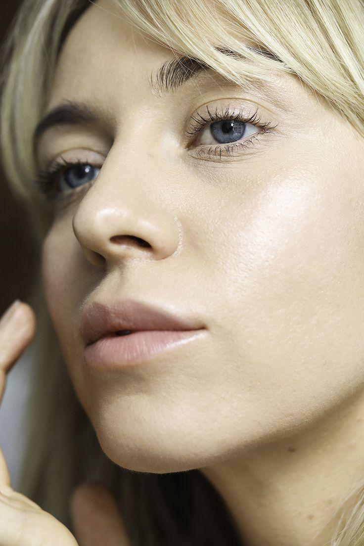 The perfectly natural Nordic Glow. Fashion & Beauty Influencer and Lumene ambassador Sandra Hagelstam (@5inchandup) wears Lumene Invisible Illumination Nordic Glow Palette, Beauty Serum & Lip Balms for this beautiful look.
