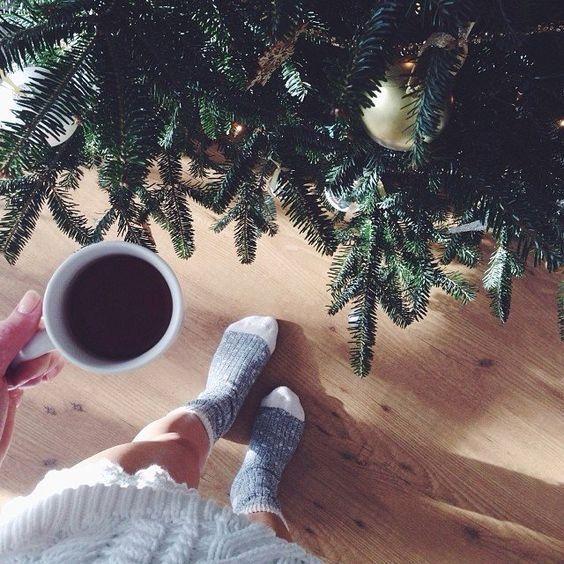 Кофе, елка, ноги