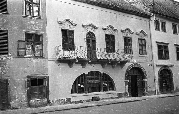 Fő tér 3. Gambrinus-ház.