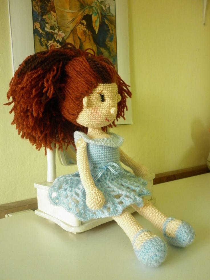 """Háčkovaná panenka Andělka - hračky na zakázku Andělka rozšiřuje velké hračky o další """"druh"""", a to o panenky. Je háčkovaná ze 100% bavlněné příze, vlásky a šatečky jsou z akrylové příze. Očička jsem použila bezpečností a výplní je duté vlákno. Výška hračky je 32 cm. Andělka je velice čistotná holčička, ale pokud dojde k nehodě můžete ji šetrným ..."""