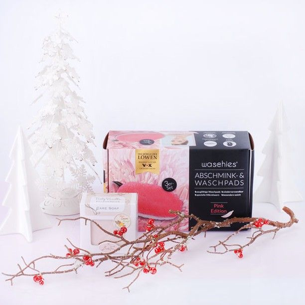 Kennst Du Schon Das Neue Gewinnspiel Von Badefee In Zusammenarbeit Mit Waschies Von Hohle Der Lowen Nein Dann Pass Jetzt Gut In 2020 Book Cover Instagram Pink