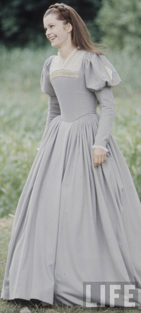 "every day Tudor Costume.  ""Anne of a Thousand Days"""