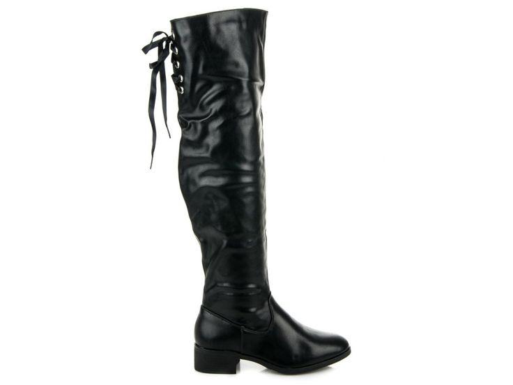 Čierne čižmy nad koleno na nízkom opätku