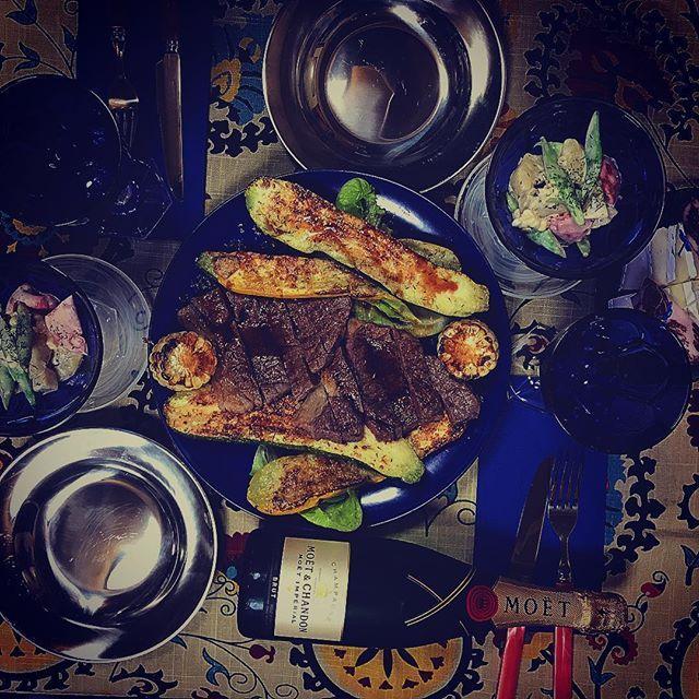 またお肉〜😋 今日はちょっとしたお祝い✨🙌🏻 A5ランクの黒毛和牛 グリル野菜 ズッキーニ 生でも食べられるホワイトコーン  お野菜とキュウイの水切りヨーグルト、ディル和え  #料理  #料理写真  #instafood  #food  #cookingtime  #ごはん  #おうちごはん  #晩ごはん  #ふたりごはん  #うちごはん  #おうちバル  #おうちカフェ  #飲み🍻  #ふたり飲み  #カメラ女子  #主婦カメラ  #デリスタグラム  #デリスタグラマー  #インスタシェフ  #インスタフード  #肉