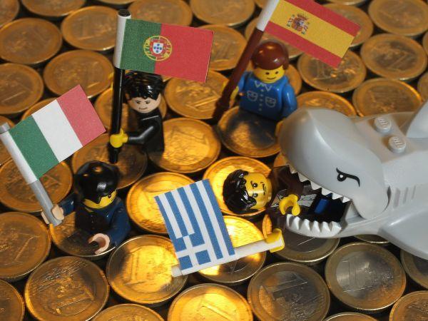 O que acontece se a Grécia abandonar o euro? Possíveis consequências dividem opiniões e, no pior cenário, vão desde recessão generalizada até a dissolução do euro. (Clique na foto)