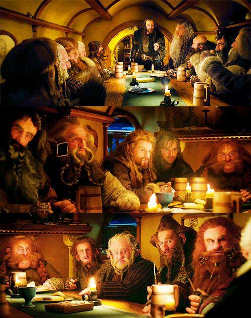 Balin, Dwalin , Fili, Kili, Dori, Nori, Ori, Oin, Gloin, Bifur, Bofur, Bombur, Thorin, Gandalf y Bilbo.