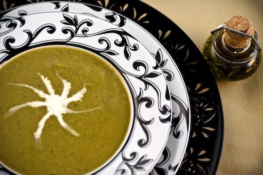 sopa de ervilhas e hortelã