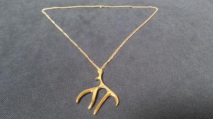 """Choviohoya traduction amérindienne de """"jeune cerf""""  Collier en métal doré avec un pendentif bois de cerf. Tour de cou de 51 cm ,avec fermoir mousqueton. Tendance Boho pour c - 16300962"""