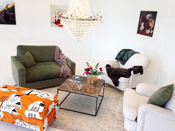 Grön sammetsfåtölj Valen Nitar, sammet, sammetsmöbler, sammetstyg, soffa, nitar, merinoull