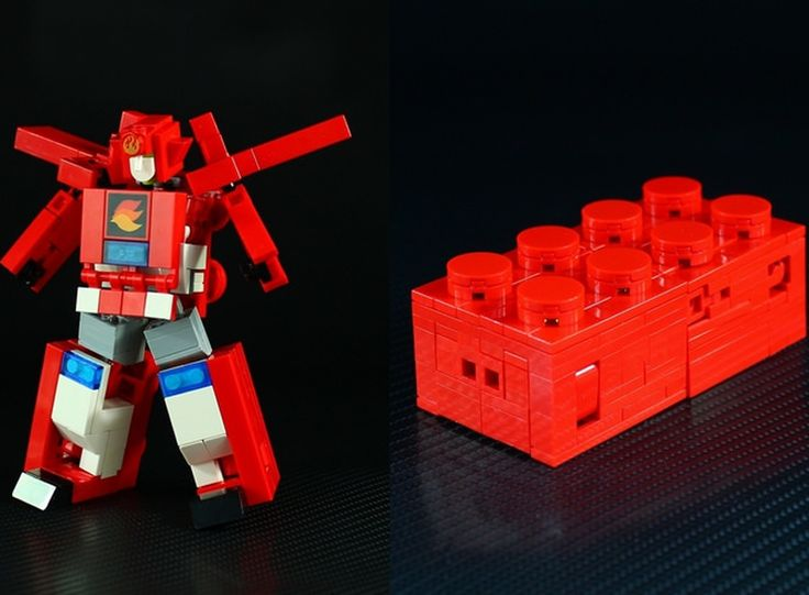 LEGO : Transformers-like robot made by Japanese builder Moko