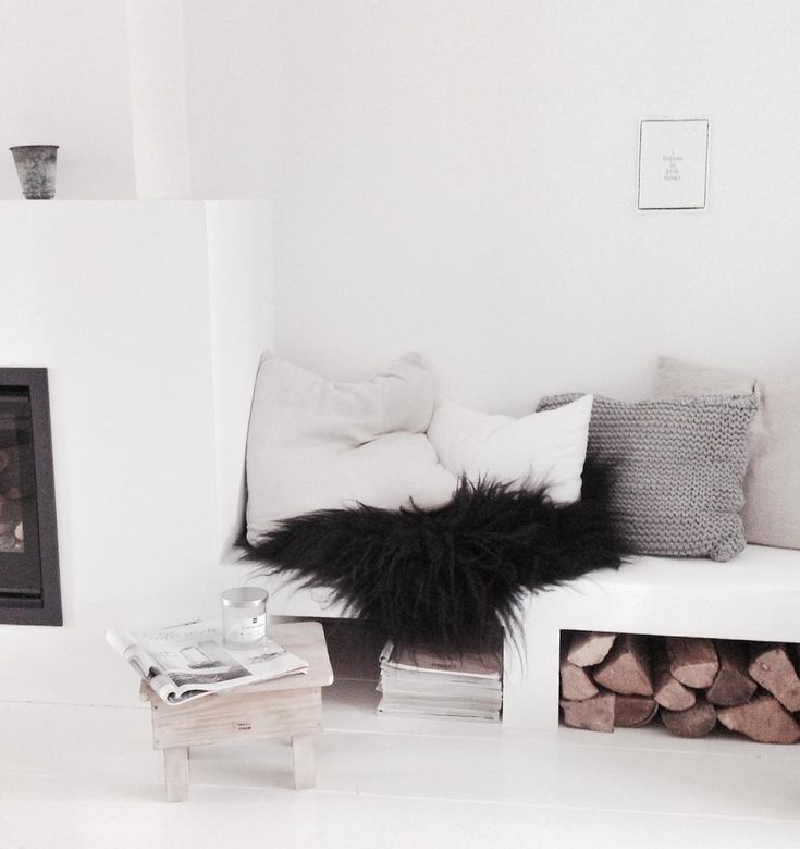 Goedemorgen,... Fijn weekend gewenst en dank voor jullie leuke reacties altijd!!!. #myhome#fireplace#white #interior