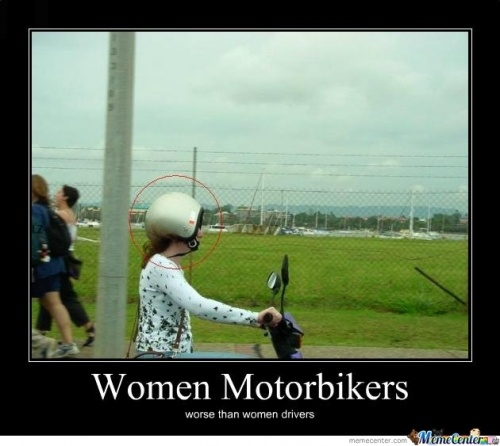 women motorbikes...lolFunny Pictures, Scooters Fail, Helmets, Funny Bones, Women Driver, Funny Motorcycles, Funny Stuff, Wrong, Humor