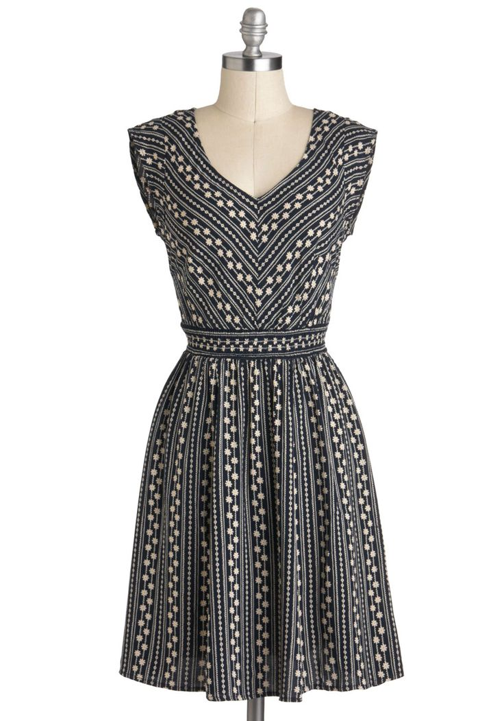 This dress definitely looks classy, but fun enough for a date or a fun date with the girls! Daisy Chain of Events Dress | Mod Retro Vintage Dresses | ModCloth.com