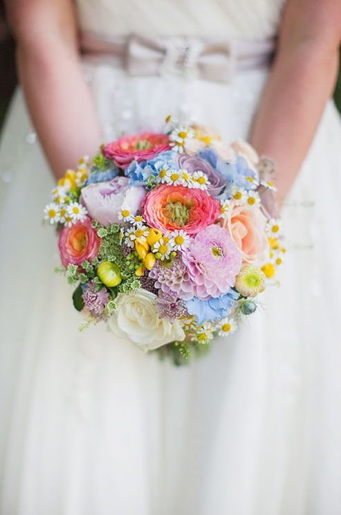 Rich reds, buttery yellows, and deep oranges have us falling for autumn florals. Capture the warmth and beauty of the season with our 10 favorite flowers for a fall wedding.