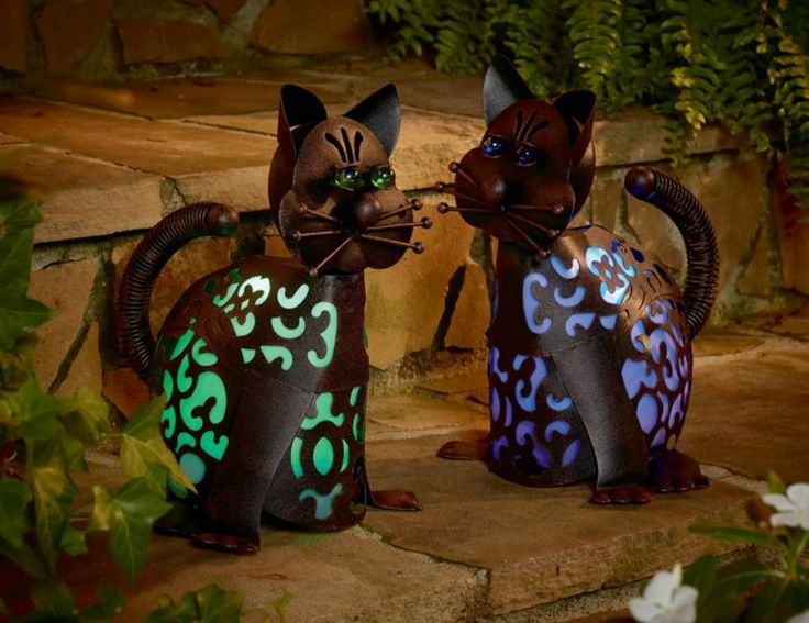 Garden Oasis Solar Powered Cat Metal Lawn Ornament Statue