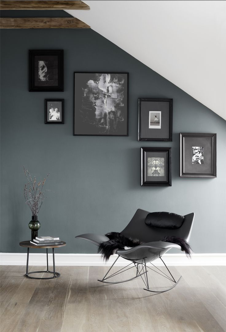 New edition of the Stingray chair and black and white gallery wall. Are you looking for unique and beautiful art photos (not the ones featured in this pin) to create your gallery walls? Visit bx3foto.etsy.com and follow us on Instagram @bx3foto