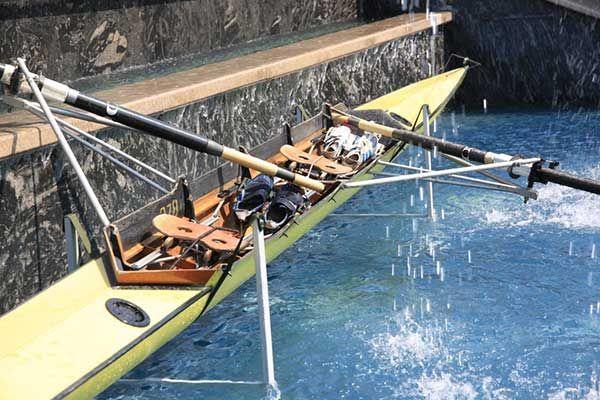 Ambarcatiunea de canotaj ce a adus medalia de aur Romaniei este expusa in Pacrul Palas!