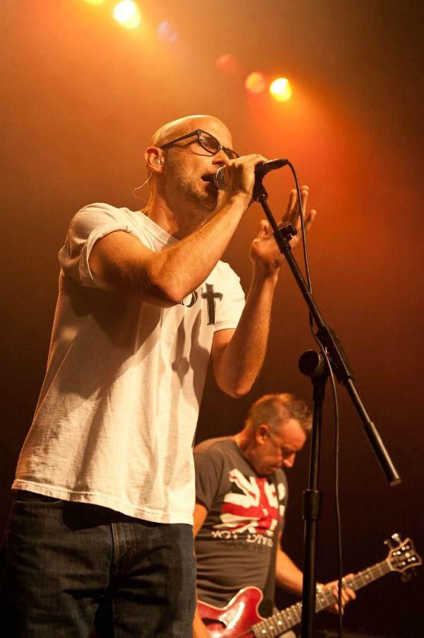 Peter Hook se encuentra de gira presentando el tour Substance 2016, en el cual se pueden escuchar los más grandes éxitos de Joy Division y New Order.
