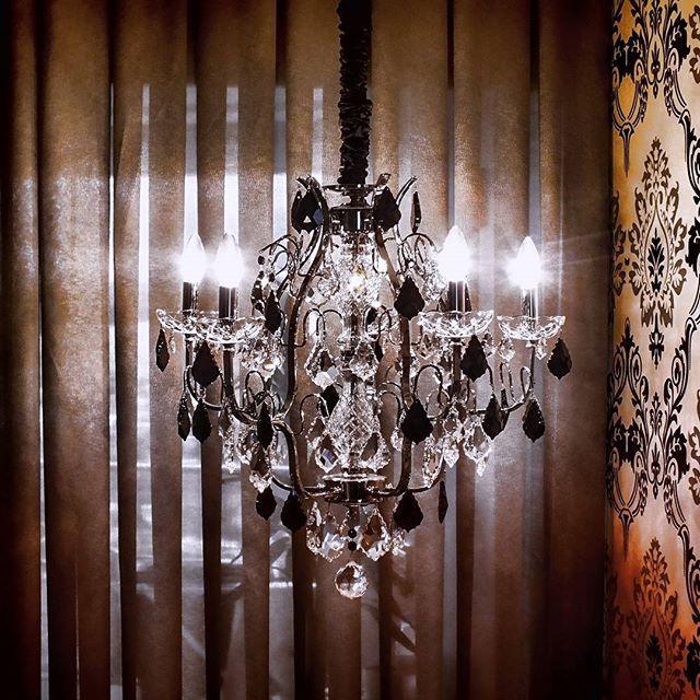 45 best images about lustres de cristais mundo das. Black Bedroom Furniture Sets. Home Design Ideas