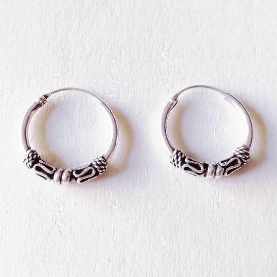 Mira este artículo en mi tienda de Etsy: https://www.etsy.com/es/listing/538178726/bali-hoops-earrings-aros-de-bali-aros-de