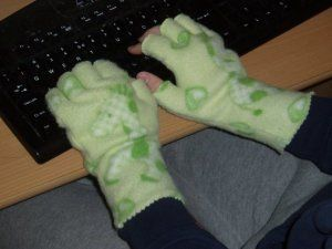 a chilly day for typing away: fingerless fleece gloves diy