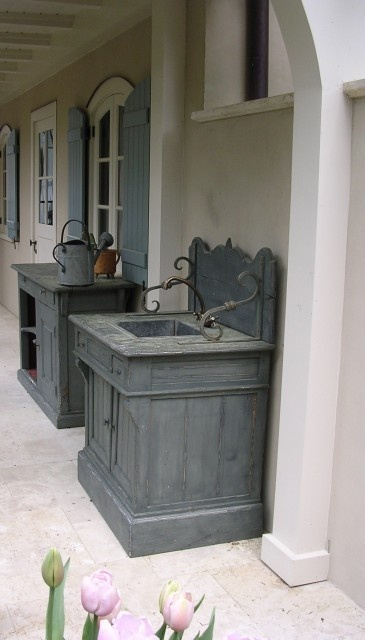 Love this sink and matching potting bench!! Would work well as serving areas for parties as well