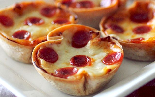 I know this isn't exactly a 'traditional' deep dish pizza, as the cheese and pepperoni are on top of the sauce, but I decided to give these little pizzas a 'deep dish' name because of the enormous amount of sauce and cheese packed into these little guys! The crust for these hand-held pizzas are made from whole wheat wraps, which bake up nice and crispy, so they taste a lot like a thin crust! I added parmesan cheese and spices to the sauce, so every bite is bursting with cheesy flavor! You…